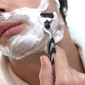Férfi borotválkozás